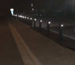 Bâtiment parking vue façade nuit